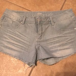Sparkled jean shorts